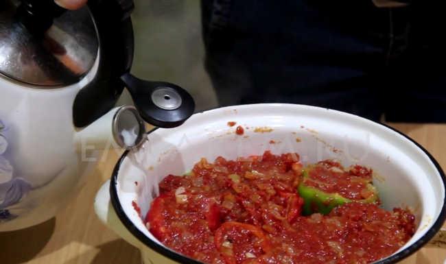 как варить фаршированный перец в кастрюле