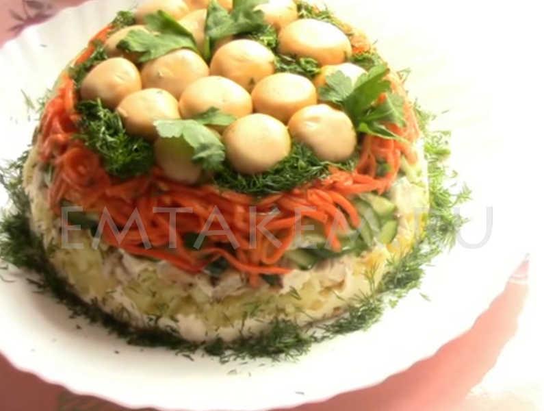 Салат с морковкой и куриной грудкой