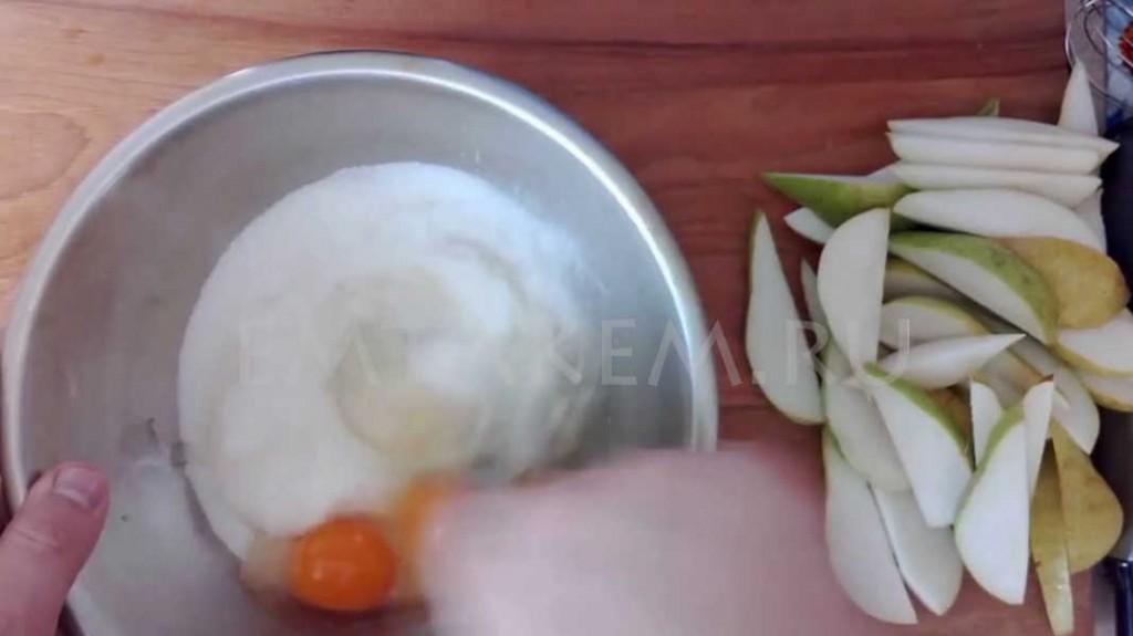 Шарлотка из груши рецепт с фото