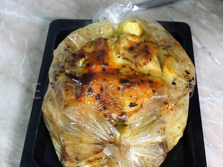 Запекание курицы в духовке с картошкой